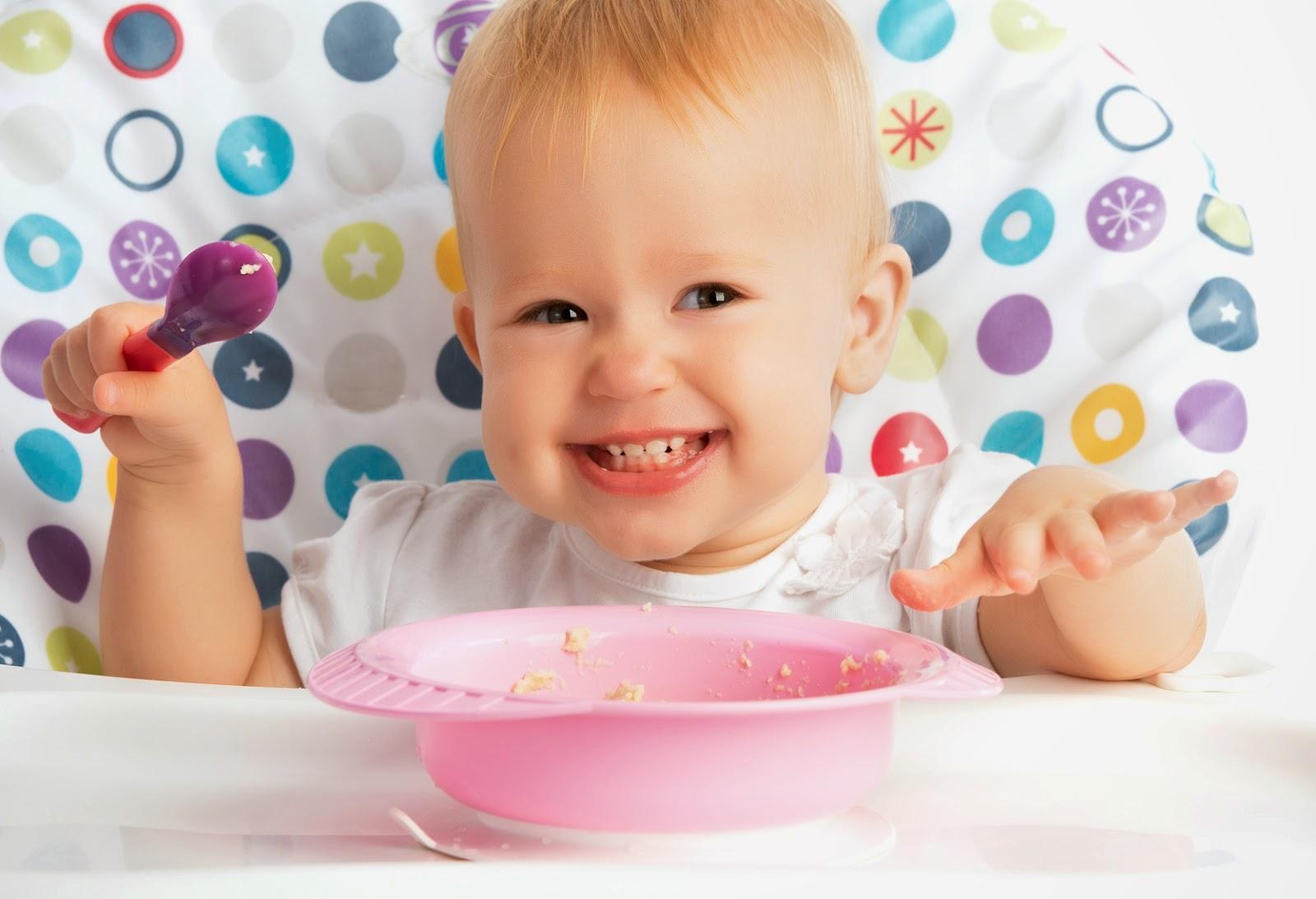 Как научить ребёнка кушать ложкой