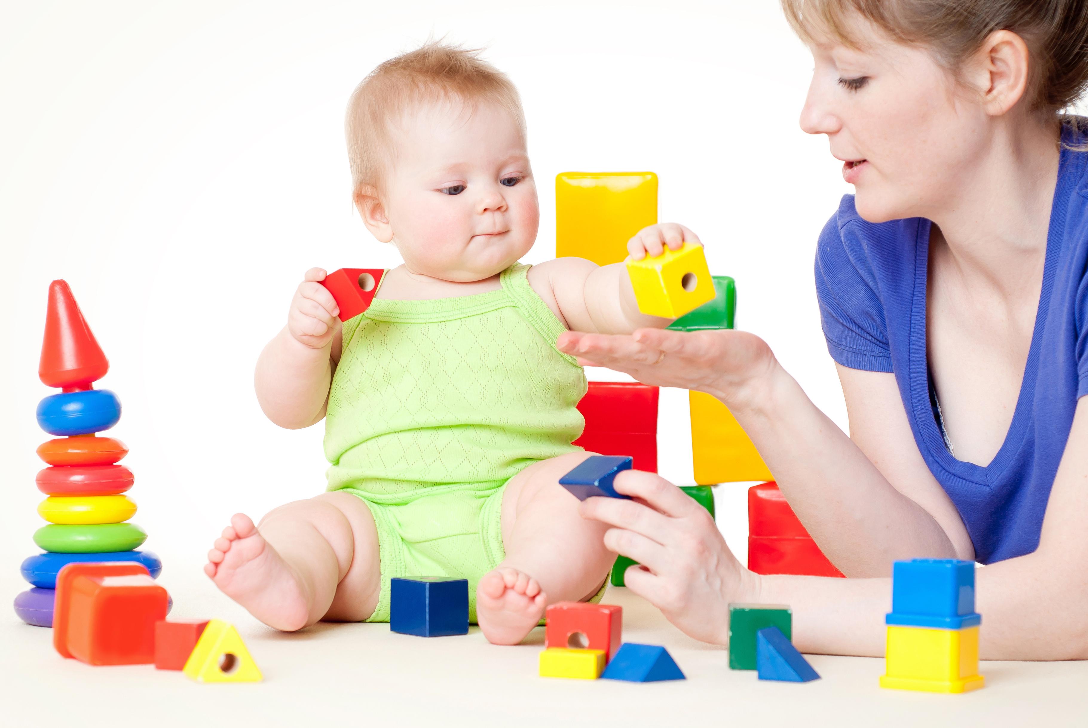 Как научить ребёнка правильно собирать пирамидку