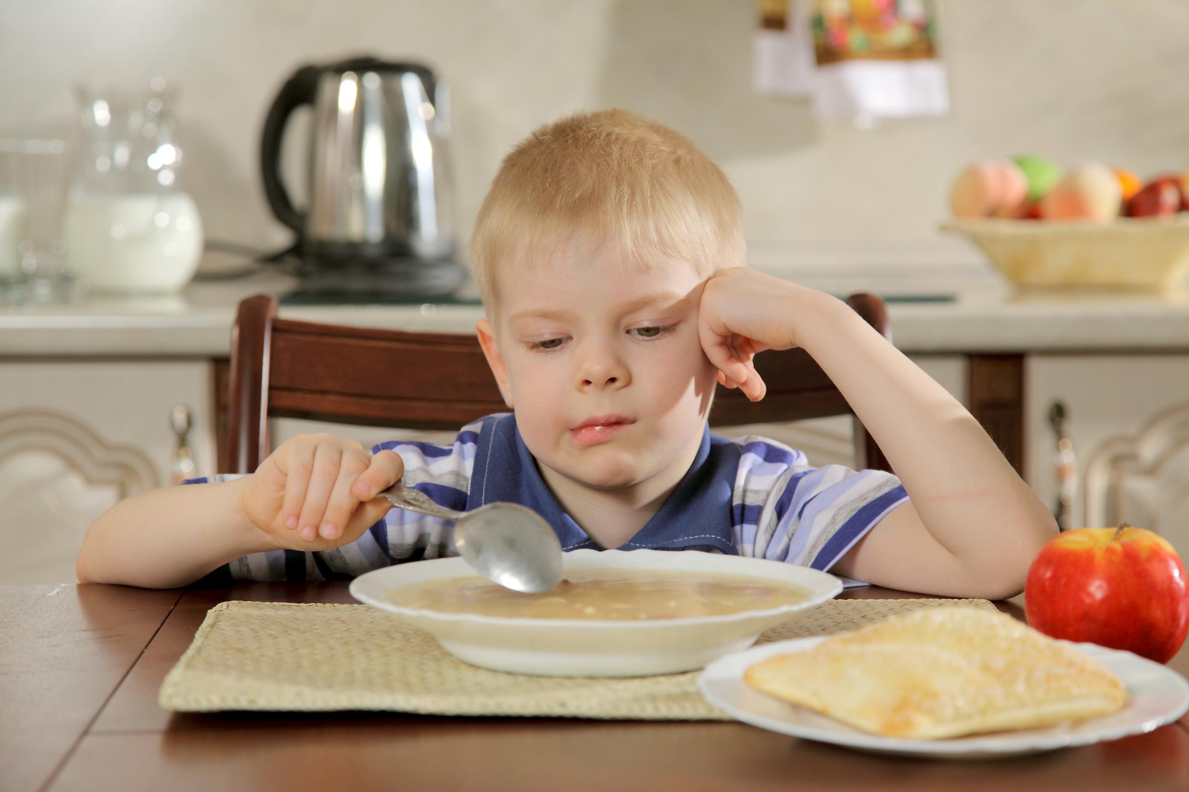 Корми меня!!! Что делать, если ребёнок не хочет есть сам?
